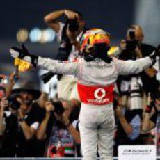 Lewis Hamilton se hace con la victoria en el GP de Abu Dabi 2011