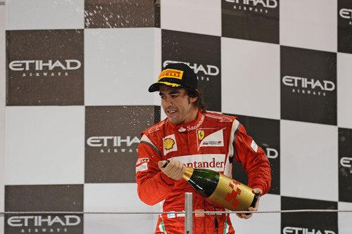 Fernando Alonso vuelve a descorchar la botella en el podio