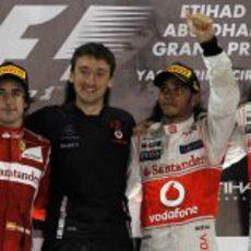 Alonso, Hamilton y Button en el podio del GP de Abu Dabi 2011