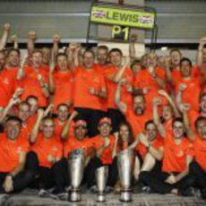 El equipo McLaren celebra la victoria en el GP de Abu Dabi 2011
