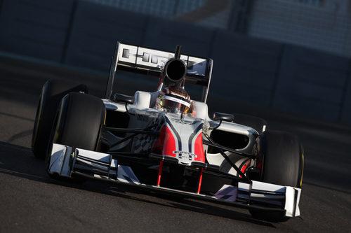 Dani Clos rueda con el HRT en Yas Marina