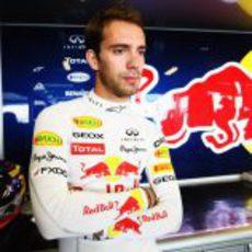Jean-Eric Vergne en el box de Red Bull en Abu Dabi
