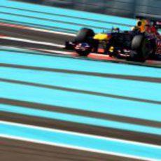 Jean-Eric Vergne rueda con el Red Bull en los test para jóvenes pilotos de Abu Dabi