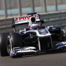 Valtteri Bottas con el monoplaza de Williams en Yas Marina