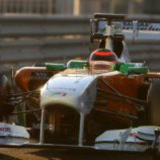 Max Chilton rueda con el Force India en los test de Abu Dabi 2011