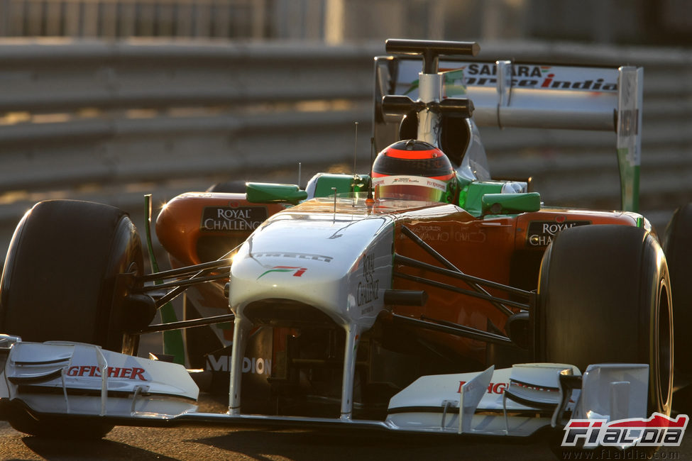 Max Chilton rueda con el Force India en los test de Abu Dabi 2011