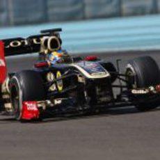 Robert Wickens rueda con el R31 en los test para jóvenes pilotos de Abu Dabi 2011