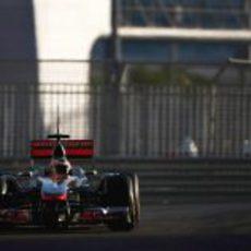 Gary Paffett rueda con el McLaren en Yas Marina