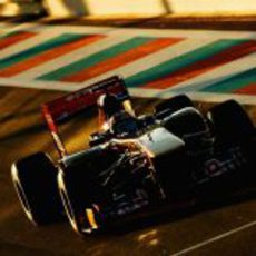 El atardecer se cierne sobre Coletti y su STR6 en Yas Marina