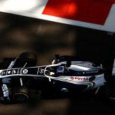 Bottas en el Williams con los escapes