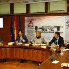 Responsables del equipo HRT, de la RFEdA, del CSD y De la Rosa sentados