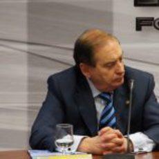 Carlos Gracia en la rueda de prensa de HRT con De la Rosa