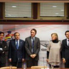 Los protagonistas posan para la foto tras la rueda de prensa