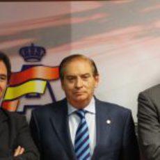 Los responsables de HRT junto a Carlos Gracia