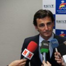 Pedro de la Rosa atiende a las televisiones y a F1aldia.com