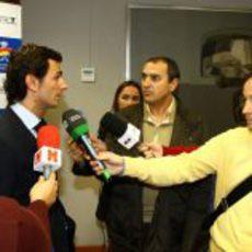 Pedro responde a las preguntas de la prensa