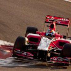 Robert Wickens negocia una de las curvas del circuito de Yas Marina