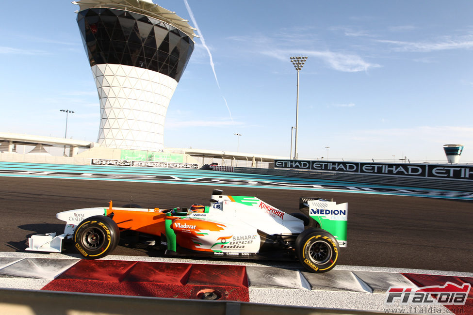 Max Chilton al volante del Force India en Yas Marina