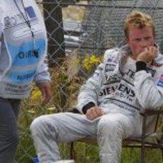 Kimi Räikkönen tras su abandono en el GP de Alemania 2003