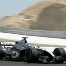 El McLaren de Kimi Räikkönen en el GP de Baréin 2004