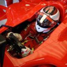 Kimi Räikkönen sentado en el Ferrari en el GP de Australia 2007