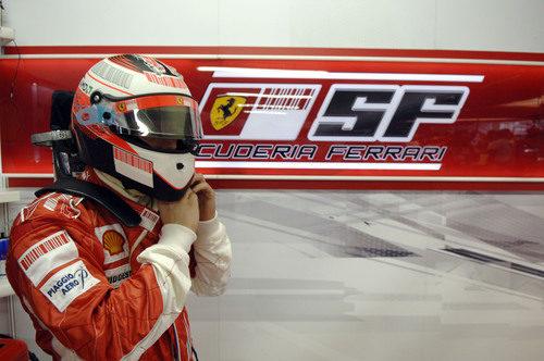 Räikkönen se pone el casco en Interlagos 2007