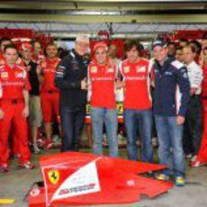 Michael Schumacher, Felipe Massa, Fernando Alonso y Rubens Barrichello en el box de Ferrari