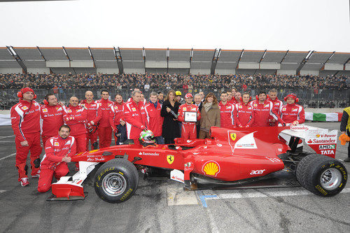 El equipo Ferrari se despide del Motorshow de Bolonia hasta el año próximo
