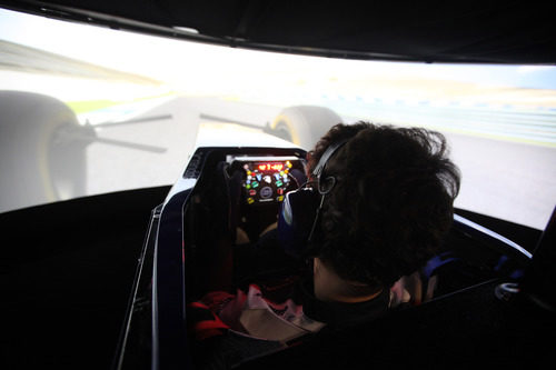Bruno Senna en el simulador de Williams