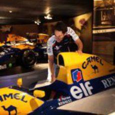 Senna observa el Williams-Renault de Ricciardo Patrese