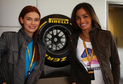 Bianca Balti e Inés Sastre en la presentación de los Pirelli de 2012