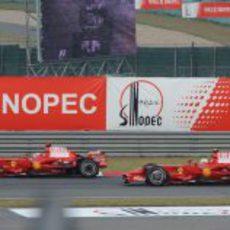 Massa intenta pasar a Raikkonen