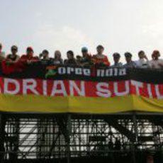Varios aficionados de Adrian Sutil