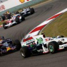 Webber presiona a Barrichello