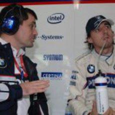 Kubica y su ingeniero de pista