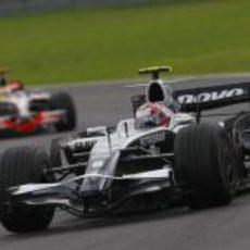 Nakajima ve acercarse a Hamilton
