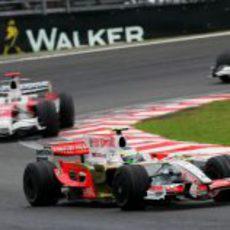 Fisichella tiene detrás a Trulli