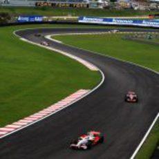Fisichella va por delante de Hamilton