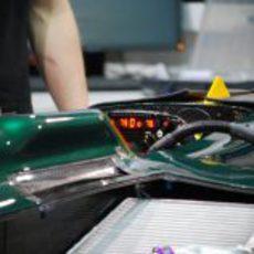 Arrancando el motor del nuevo Caterham CT01