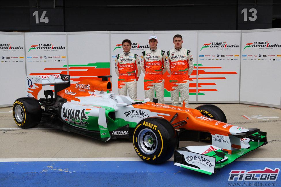 El Force India VJM05 y sus tres pilotos