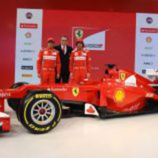 Massa, Domenicali, Alonso y el Ferrari F2012