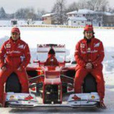 Fernando Alonso y Felipe Massa sentados en el Ferrari F2012