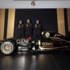 El Lotus E20 y sus tres pilotos: D'Ambrosio, Grosjean y Räikkönen