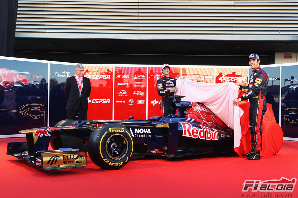 Ricciardo y Vergne desvelan el Toro Rosso STR7