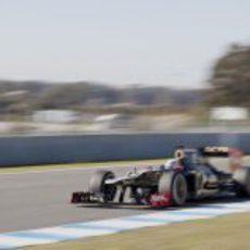 Kimi Räikkönen a toda velocidad en el Lotus E20