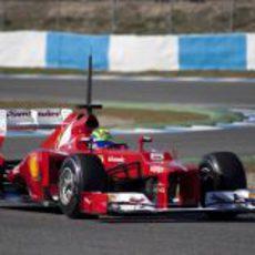Felipe Massa estrena el Ferrari en Jerez