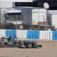 Nico Rosberg se sale de pista en Jerez