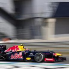 Mark Webber estrenó el Red Bull RB8