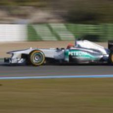 Michael Schumacher con el W02 en Jerez