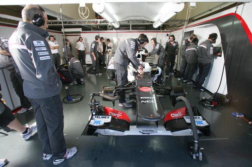 Box de Sauber en el 'shakedown' del C31